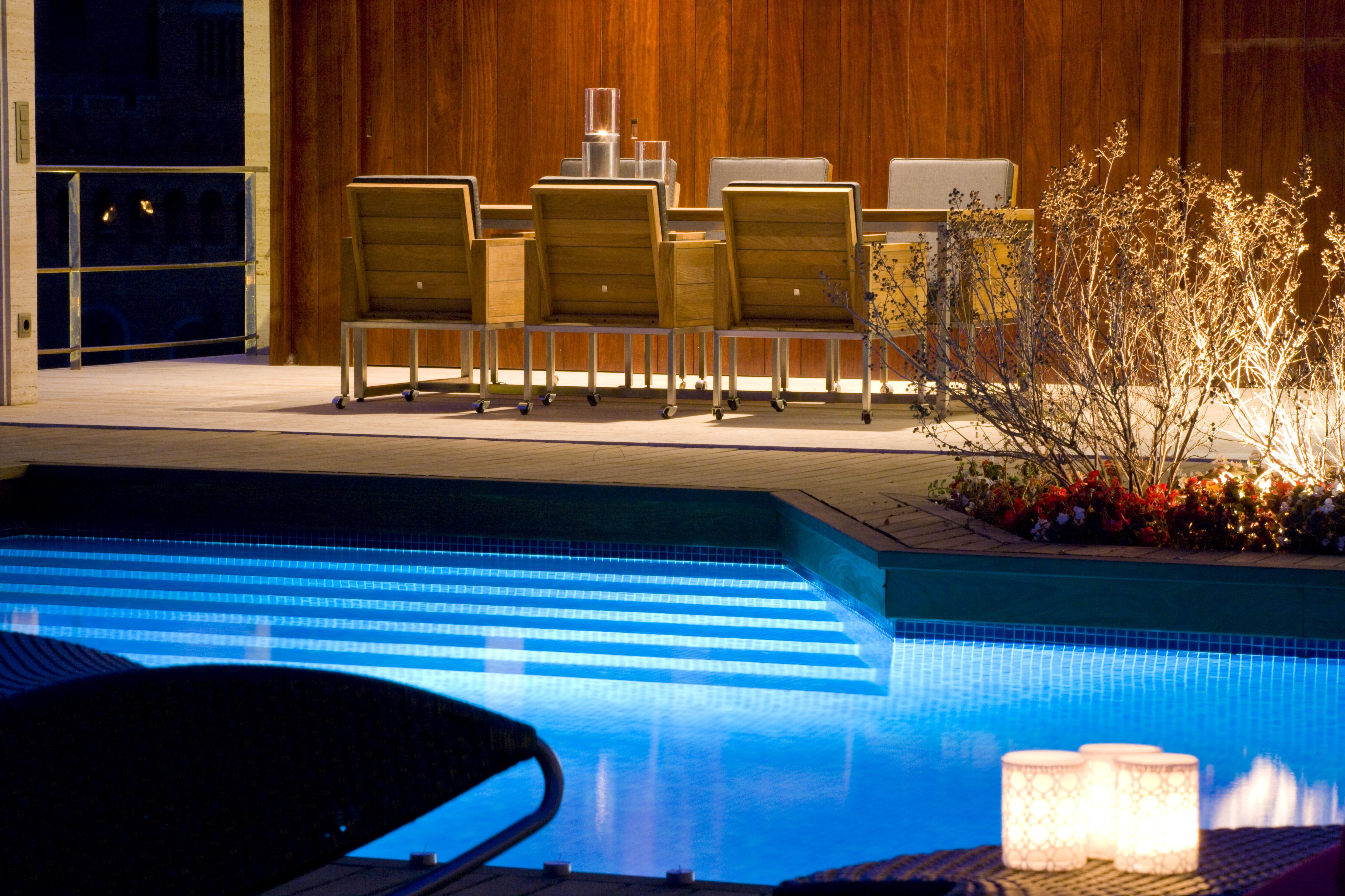 3 solucions LED per il·luminar la teva piscina