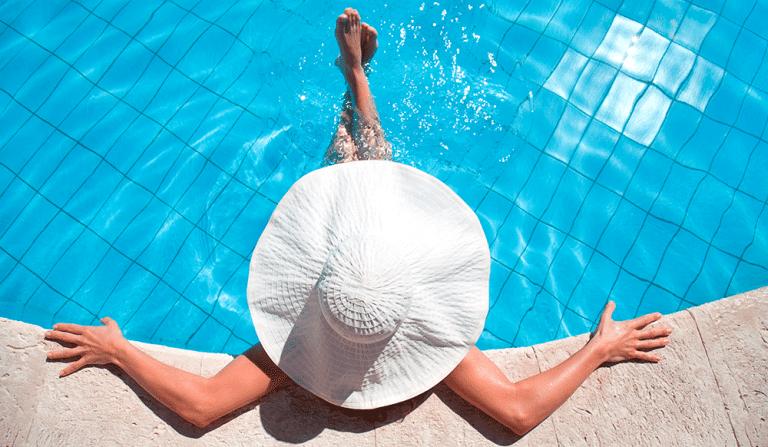 ¿Cómo desinfectas el agua de tu piscina?
